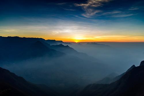 sunrise haze tea earlymorning hills munnar teaestate clubmahindra kolukkumalai nikond600 sigma240700mmf28 clubmahindramunnar