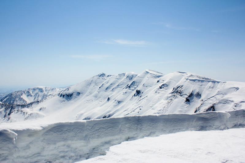 守門岳の大雪庇