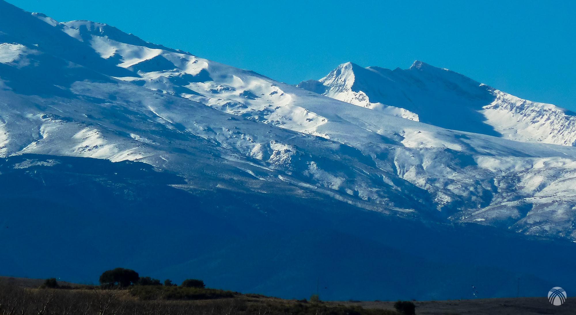 Aspecto de Sierra Nevada conforme llegamos por la carretera