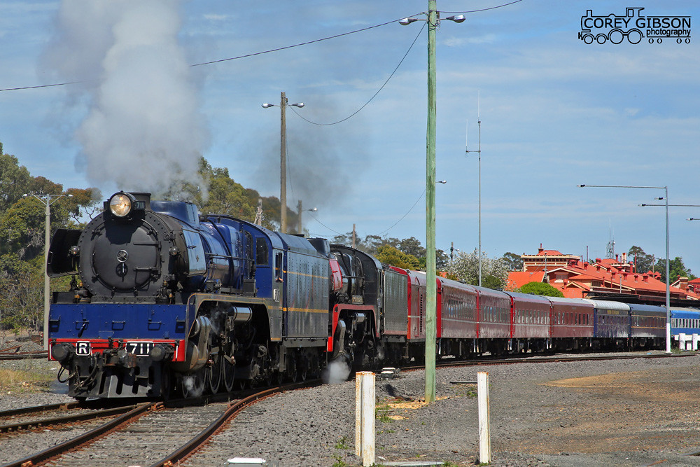 R711 & R707 move from Seymour station to the turntable by Corey Gibson
