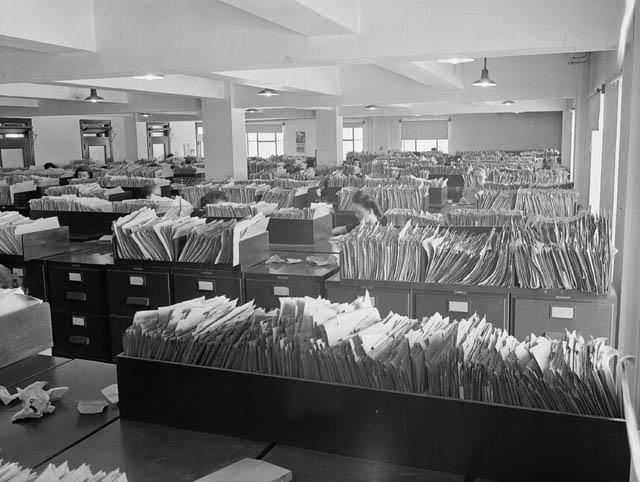 The Records and Files Department of the Central Experimental Farm, Ottawa /  Le service des documents de la Ferme expérimentale centrale d'Ottawa
