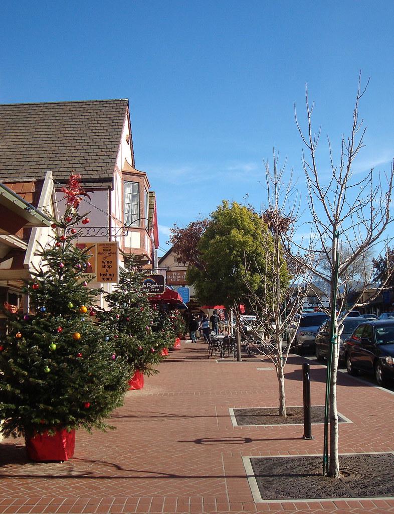 Solvang Ca Christmas.Christmas Trees In Solvang Ca Solvang Danish For Sunny