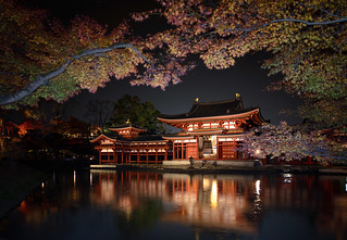 Phoenix hall of Byodoin temple at night | by 8ware