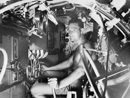 Interior de un mini submarino británico