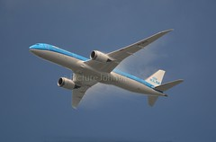 Vapour On: KL868 KLM Boeing 787-9 Dreamliner (PH-BHG) at FL42 from Osaka to Schiphol Amsterdam