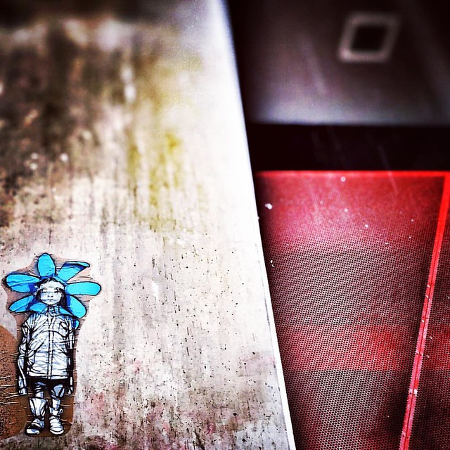 Urban flower #france #paris #wallart #streetart
