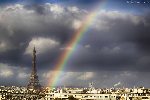 Over the rainbow, sky of Paris