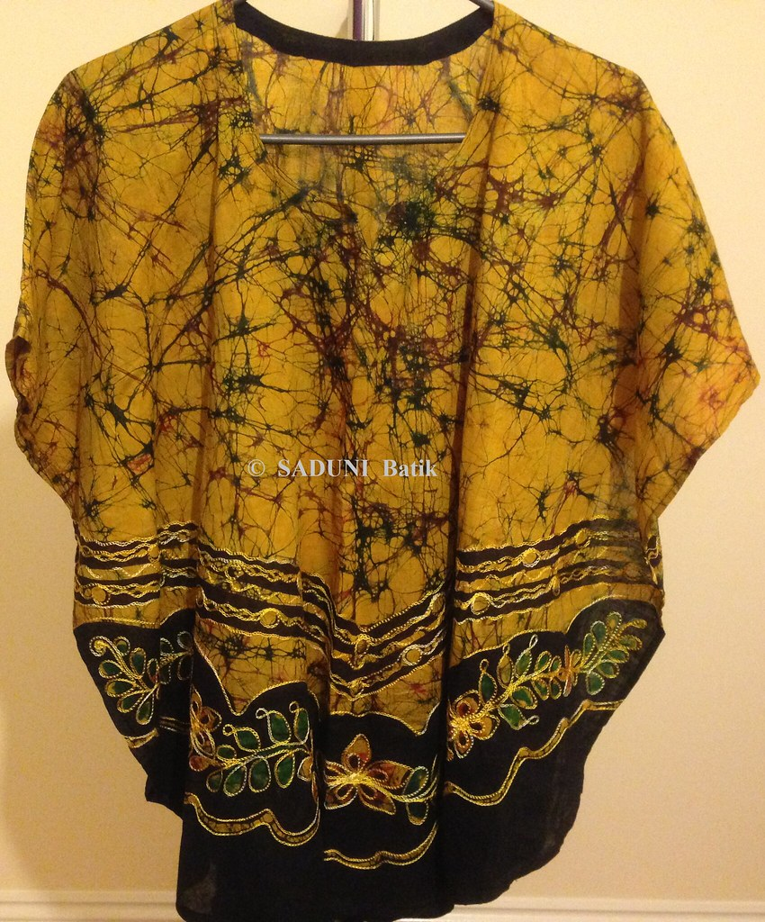 official photos f1fa5 53a0a SADUNI BATIK SRI LANKA | Chain worked Poncho Like us on Face ...