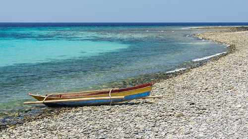 boat travels aqua sony shoreline colourful 2014 timorleste rockyshore nex6 sonynex6 jasonbruth timorlorasae 1670mmf4ossziess