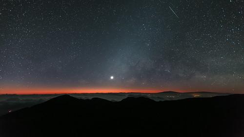 moon clouds sunrise stars hawaii maui haleakala moonrise maunakea maunaloa oneshot milkyway haleakalanationalpark kalahaku haleakalacrater