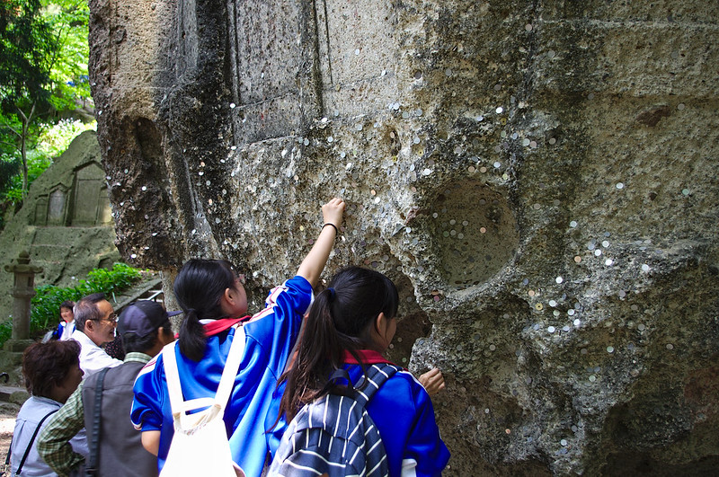 Ecolières posant des pièces à Yamadera
