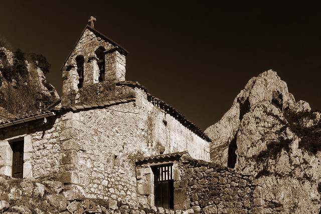 La iglesia de Camarmeña