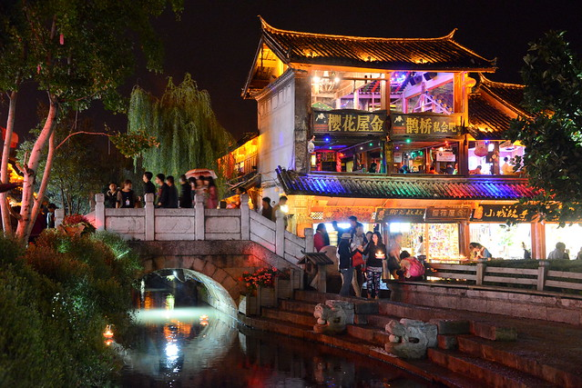 Canal with candles, Old town Lijang (丽江), Yunnan Province (云南省), China (中国)