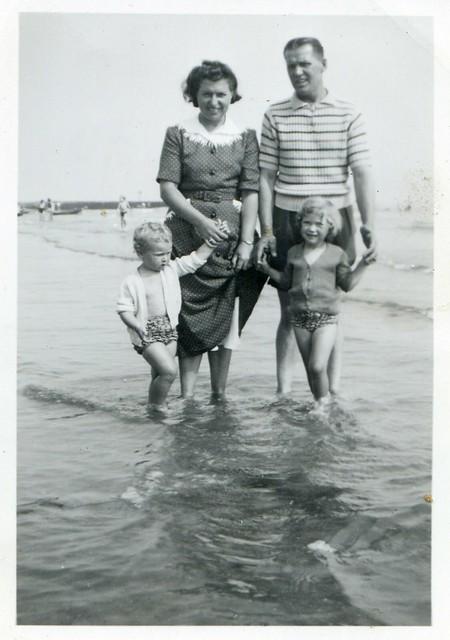 Scanned Vintage Photo - Elsie, Jim, Sandra & Linda