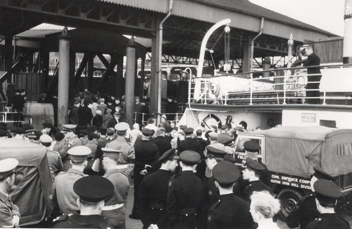 Waiting to board the Humber ferry at Hull 28 May 1961 (archive ref CD-103) (34)