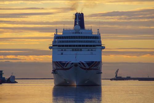 oriana pocrusies 9050137 310529000 cruise 69840 1995 dublinport 25082016 mbe 2016 ship august summer sunrise