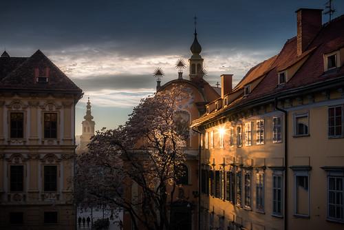 old city blue light sunset shadow building yellow architecture austria österreich nikon sonnenuntergang outdoor sunrays graz steiermark styria d800 schlossbergplatz
