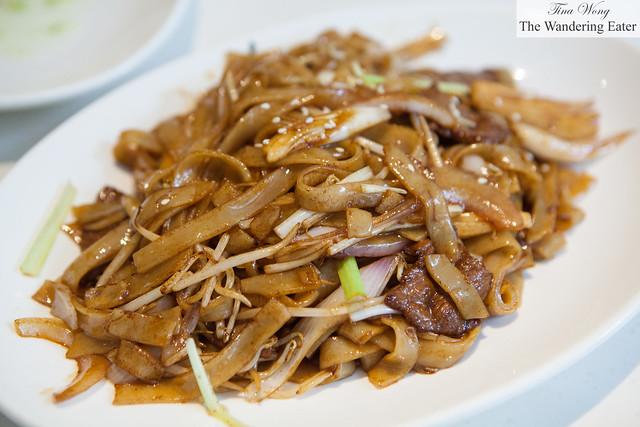 Beef flat rice noodle, stir fried