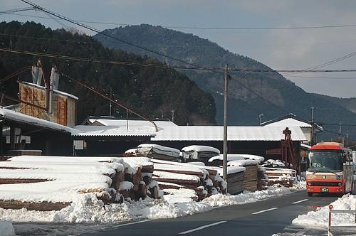 snow mountains bus japan landscapes townscape kansai sawmill hyogo lumberyard lumbermill tanba orangebus aogaki