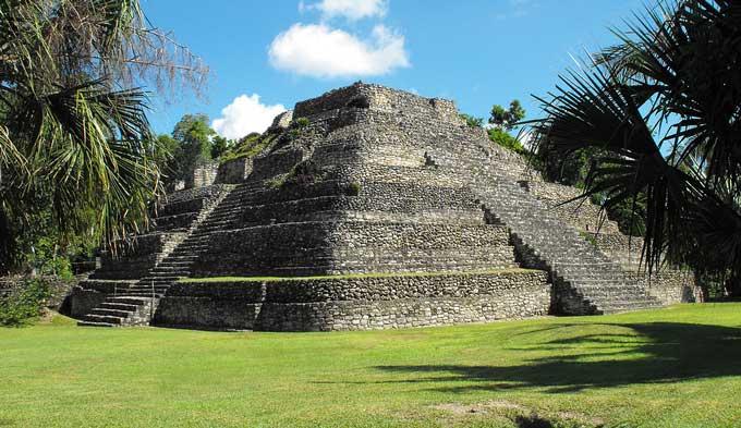 Zona arqueológica Chacchoben (Bacalar, QuintanaRoo, México)
