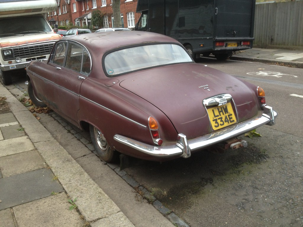 1967 Jaguar 420G 4.2 abandoned and neglected   Very sad to ...