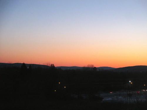 snow newyork sunrise vestal susquehannariver appalachianmountains redglow coldmorning 2f 19c ahobblingaday windchill26c windchill15f