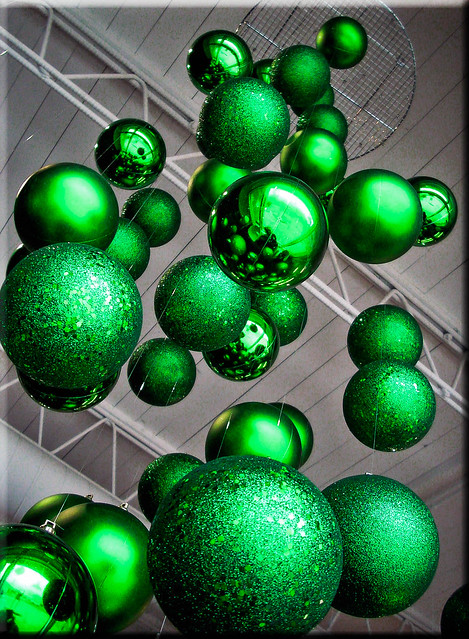 365 Days In Colour-Suspended Christmas Tree