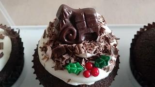 http://julijacklincupcakes.blogspot.com/2016/12/christmas-party-cupcakes.html?m=0