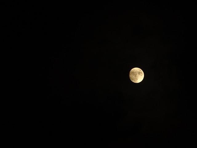 Mond allein