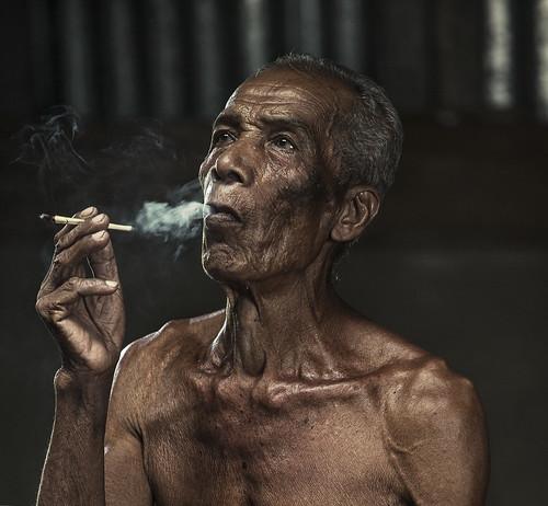 face canon oldman smoking malaysia smoker humaninterest kelantan f28l hyperportrait canon1dx