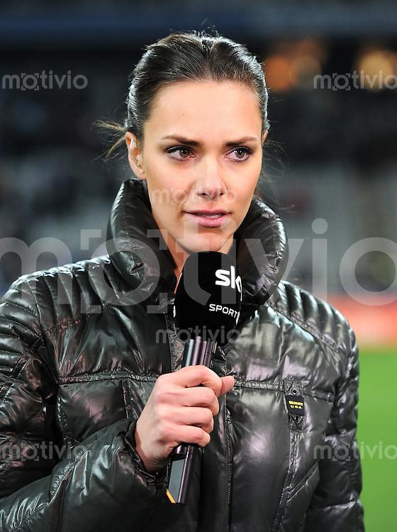 Fussball 2 Bundesliga Sky Moderatorin Esther Sedlaczek
