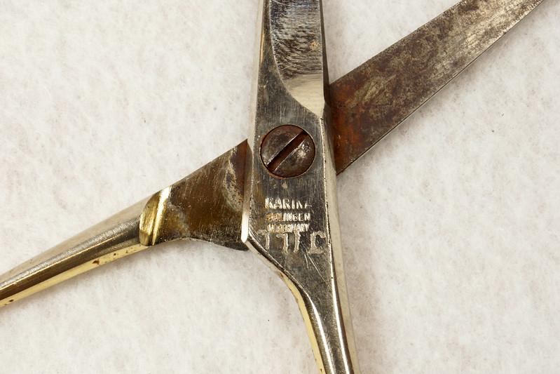 RD13232 Vintage Karina Solingen W. Germany 5 inch Moustache Shears DSC02496