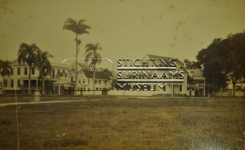 'Hoekhuis' en Dixiebar | by Stichting Surinaams Museum
