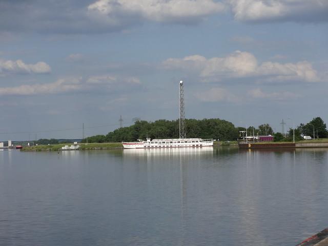 1965 Fahrgastmotorschiff FMS Präsident von Deutsche Industriewerke Spandau bei Reederei Kaiser in Tangermünde  Mittellandkanal in 39126 Magdeburg-Rothensee