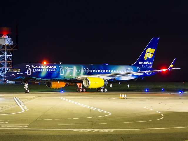 TF-FIU Boeing 757-256