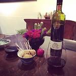 #星月夜の美味しい夜 その13(これで最後) 〔再掲〕グリーンオリーブフライ 自家製アンチョビ詰め 赤ワイン ボスニアヘルツェゴビナ  以前大量に仕込んでたと聞いてたアンチョビがしっかり詰まったオリーブフライ。オリーブもアンチョビも別々で食べたいくらいの旨み。  ワインは今回の美味しい夜のために仕入れたという修道院で作られているこのワイン。赤ワインあまり飲みませんが、美味しかった!  みんなで集って頼むから、たくさんのご馳走を楽しく美味しく頂くことが出来ました。 どんなに良い食材でも、それを作る人、食べる
