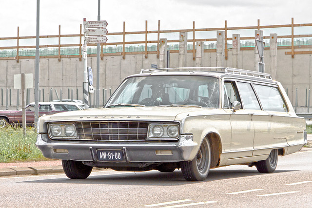 Chrysler New Yorker Town & Country Wagon 3-Seat  1965 (1745)