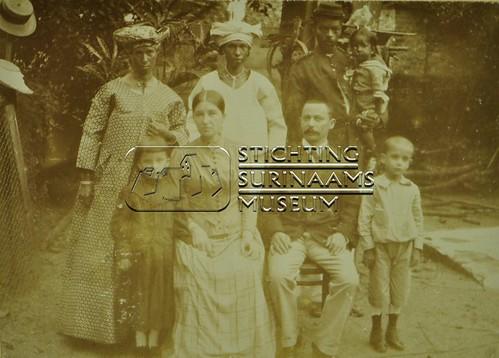Groepsportret   by Stichting Surinaams Museum