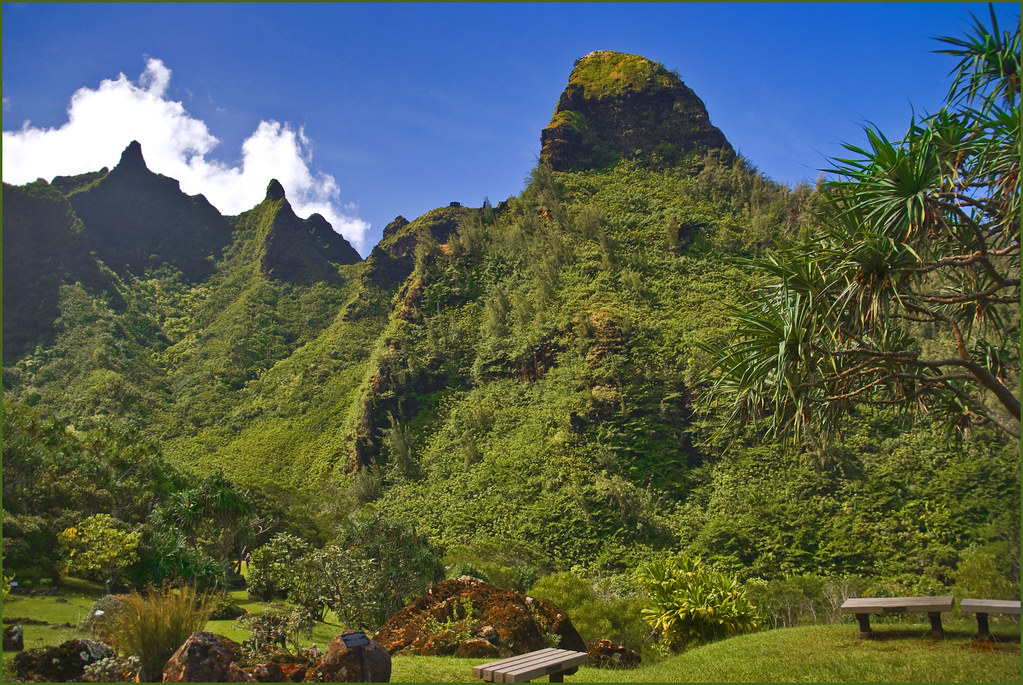 Bali Ha'i -- The Makana Mountain Range Above the Limahuli ...