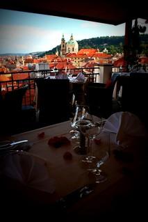 Restaurantes com vistas em Praga | by Turomaquia
