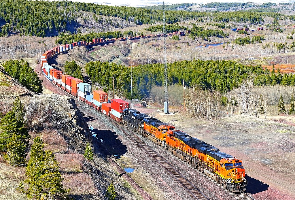 BNSF 7112 7432 9070 NS 7601 West of East Glacier C on Saturday 16-04-2016 by Charlie Harris
