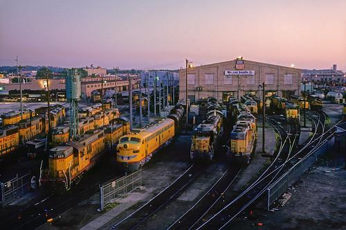railroad up train sunrise dawn nebraska ne unionpacific omaha locomotives e9 emd locomotiveshop diesellocomotives no951 omahashops