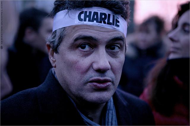 ...Charlie Hebdo ✔  Rassemblement de Solidarité IMG150111_174©2015 | Fichier Flickr 700x467Px Fichier d'impression 5610x3740Px-300dpi