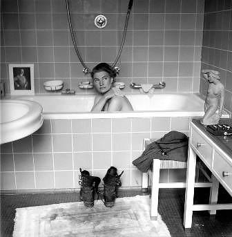 Lee Miller en el baño del apartamento de Prinzenregentplatz