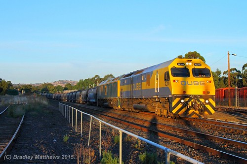 RL310-RL301 with 2CM4 up loaded Qube AWB SG grain, ex Oaklands at Seymour (19/1/2015). | by Bradley Matthews Photography
