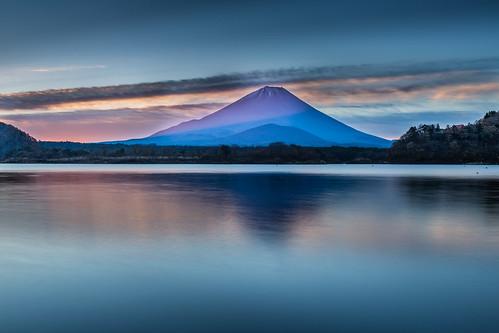 morning lake reflection japan sunrise canon glow 日本 富士山 mtfuji 日出 1635mm 倒影 朝日 山梨縣 世界遺產 精進湖 赤富士 山田屋 大室山 lakeshoji redfuji 5dmarkiii 子抱き富士