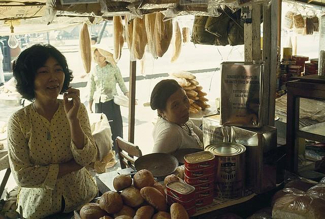 SAIGON 1965 - Chợ Cũ, đường Hàm Nghi. Photo by Wilbur E. Garrett