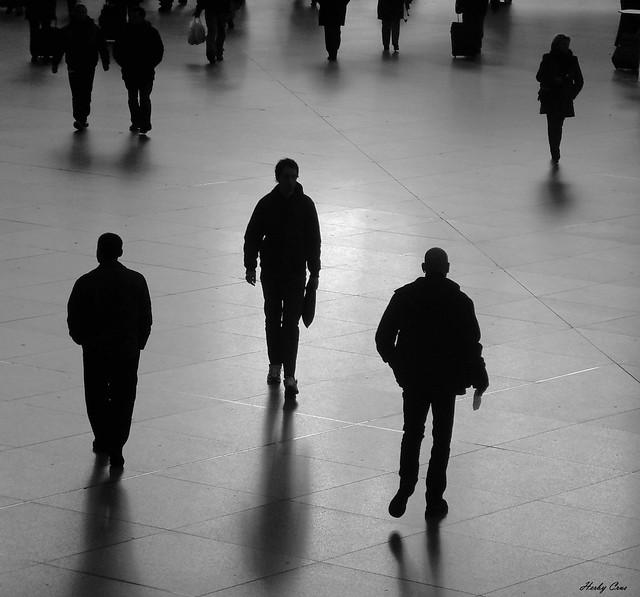 Silhouetten im Münchner Hauptbahnhof