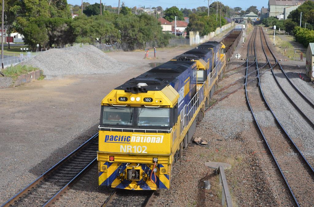6BA6 lead by NR102 NR111 NR34 roll through waratah station bound for Adelaide by NR1984