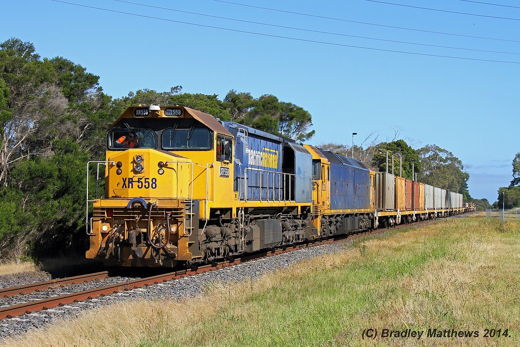 XR558-BL29 with #9556 up steel goods at Somerville (27/11/2014) by Bradley Matthews